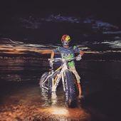 Le vostre avventure con i nostri prodotti.   Notturna sul lago di Garda per il guerriero della notte @capitangiampyjack ♥️💪🏻 Taggateci #rostistyle ! @teammanetta.asd