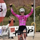 Fantastica @rebigariboldi e la sua vittoria in Maglia Rosa domenica alla tappa del @giroditaliacross a Sant'Elpidio !💖 Brava!  @cingolanibikeshop  foto1 @liisasphotoss
