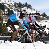 Immagini dal Giro.  Giro 103.. ed é quasi inverno... ❄️❤️  @ag2rlamondiale_procyclingteam @giroditalia @gettysport #allezalm #giroditalia #giro #giroditalia2020