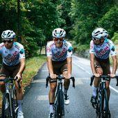 ♥️  Repost from @ag2rcitroenteam Le classique, Tour du lac entre @ag2r_citroen_u23_team & @ag2r_citroen_u19_team. Un terrain de jeu parfait pour s'entraîner.   The classic ride: Bourget Lake tour between @ag2r_citroen_u23_team & @ag2r_citroen_u19_team. A perfect playground for training.   #AG2RCITROËNTEAM #RoulonsAutrement #RideDifferently - © KBLB