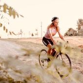 ♥️  Repost from @cara.biga  Non sono entrata in punta di piedi nel mondo del ciclismo. Ci sono entrata con scarpe e tacchette attaccate ben salde ai pedali della bici da corsa, prima, e della gravel subito dopo perché volevo pedalare anche con la neve, anche in mezzo al fango. E dopo quasi un anno mi ritrovo ad andarci a lavoro, ad allenarmi, a fare la spesa, ad uscire con gli amici, a fare le gare, a viaggiarci per un mese senza sosta. La biga mi ha cambiato la vita, anzi, me l'ha salvata. • Oggi mia cara biga andiamo a scoprire la ciclabile cottur: bellissimi scorci e panorami, paesaggi bucolici, frutteti , boschi, dirupi e il Carso in tutte le sue forme.  • Grazie a tutti i consigli preziosi che mi avete dato ieri💘 . . . . . #carabiga #carabigatiscrivo #carabigainviaggio #carabigatiracconto #carabigacheposto #triestebike #trieste #ciclabilecottur #giordanocottur #pistaciclabile #slovenia #triesteslovenia #gravelbike #gravel #gravelitalia #roadbikeholidays #roadbike #bikepacking #bikeporn #rosti #carsofinsta